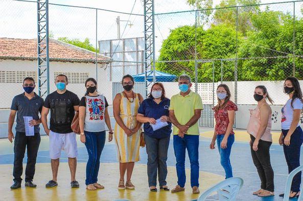 """Prefeitura realiza dia """"D"""" de vacinação contra COVID-19 na pasta da Educação"""