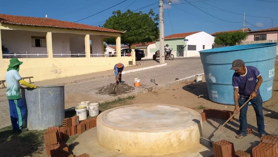 Prefeitura Municipal realiza  troca de caixa d'água da Rua Honorato Antonio Dantas
