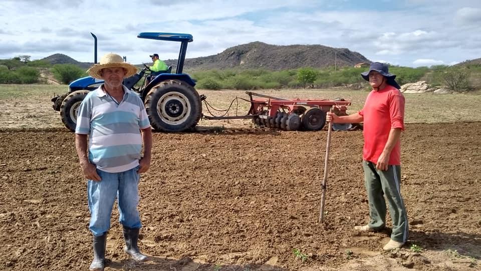 Prefeitura Municipal de Frei Martinho deu início aos cortes de terras beneficiando agricultores do Município