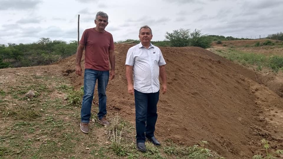 Prefeitura Municipal atende solicitação e reforma manancial destruído pelas chuvas na Comunidade Timbaúba