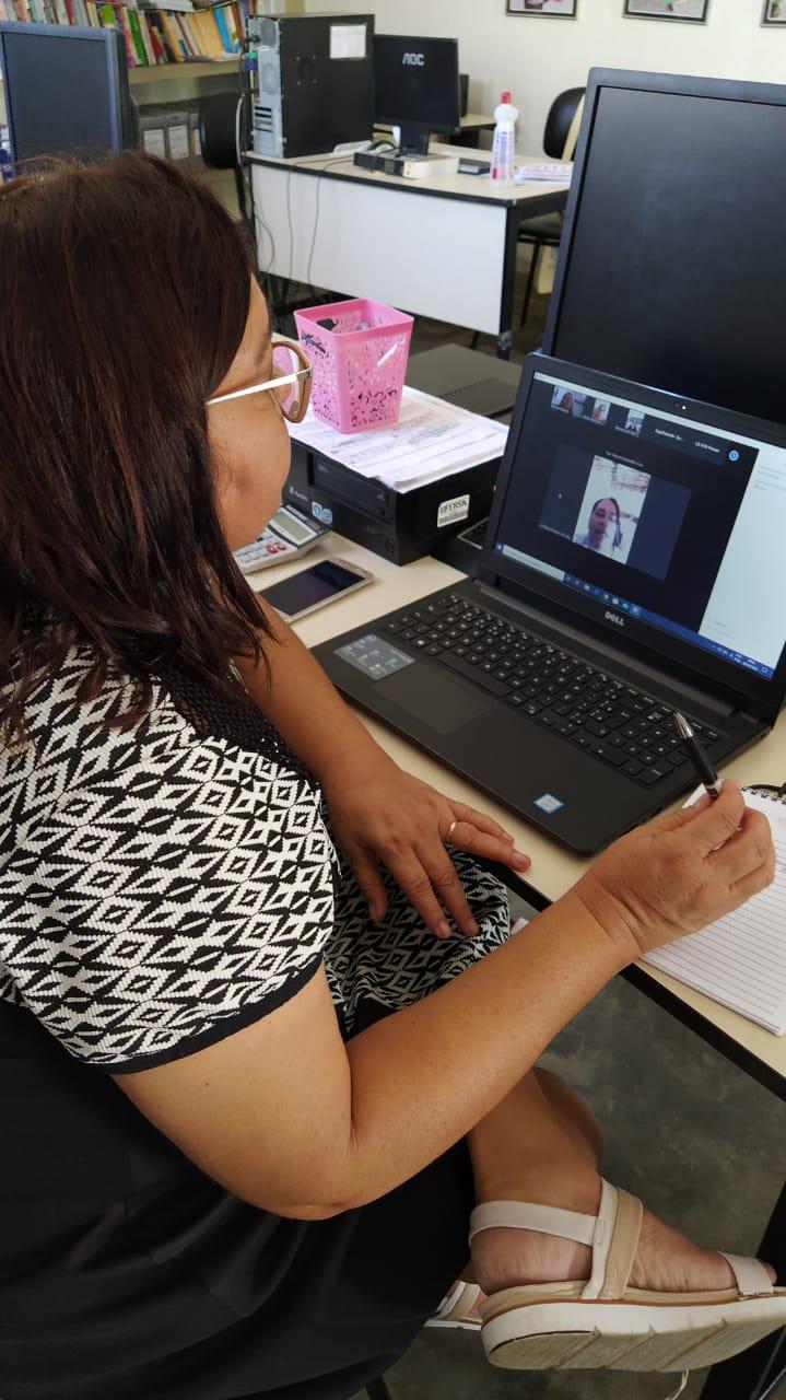 A Secretaria Municipal de Educação, realiza reunião virtual com equipe técnica, gestores e coordenadores escolares.